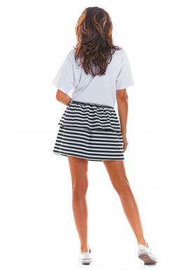 Krátka dámska sukňa čierno-bielej farby s volánmi