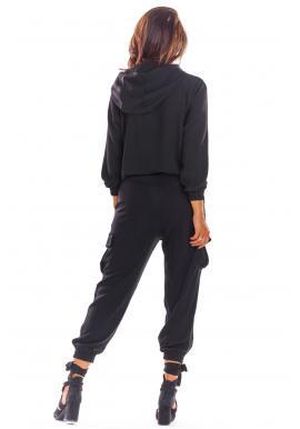 Športová dámska mikina čiernej farby s kapucňou
