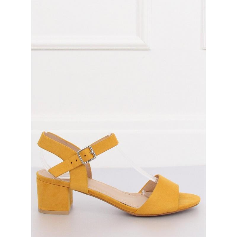 0c4ace161 Semišové dámske sandále žltej farby na nízkom opätku vo výpredaji ...