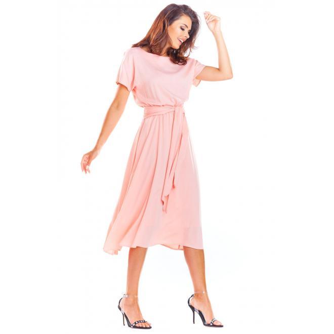 Elegantné dámske šaty ružovej farby na leto