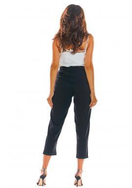 Letné dámske nohavice čiernej farby s voľným strihom