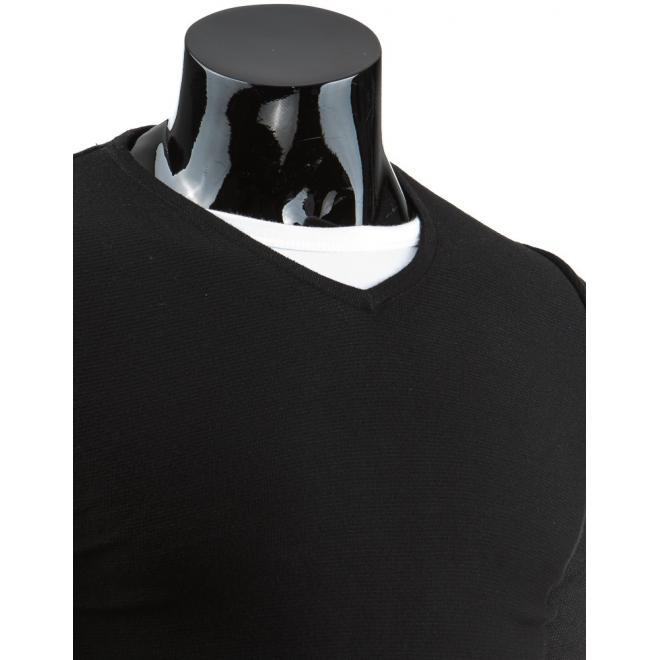 Sveter čiernej farby so záplatami na lakťoch a s výstrihom V