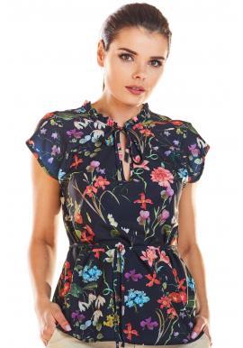 Kvetovaná dámska blúzka tmavomodrej farby s viazaním