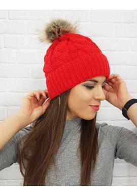 Dámska zimná čiapka s pompónom v červenej farbe
