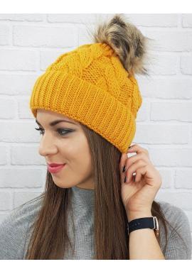 Zimná dámska čiapka horčicovej farby s pompónom