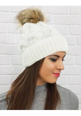 Dámska zimná čiapka s pompónom v bielej farbe