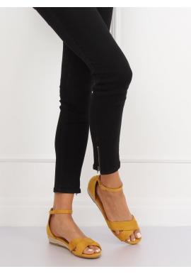 Dámske semišové sandále na nízkej platforme v žltej farbe