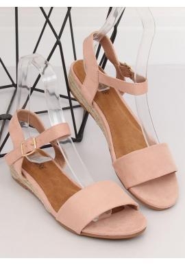 Semišové dámske sandále ružovej farby na nízkej platforme