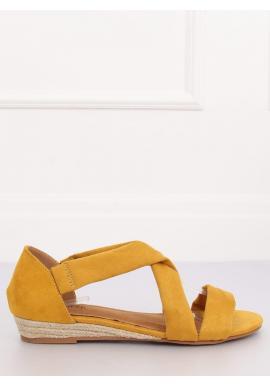 Semišové dámske sandále žltej farby na nízkej platforme