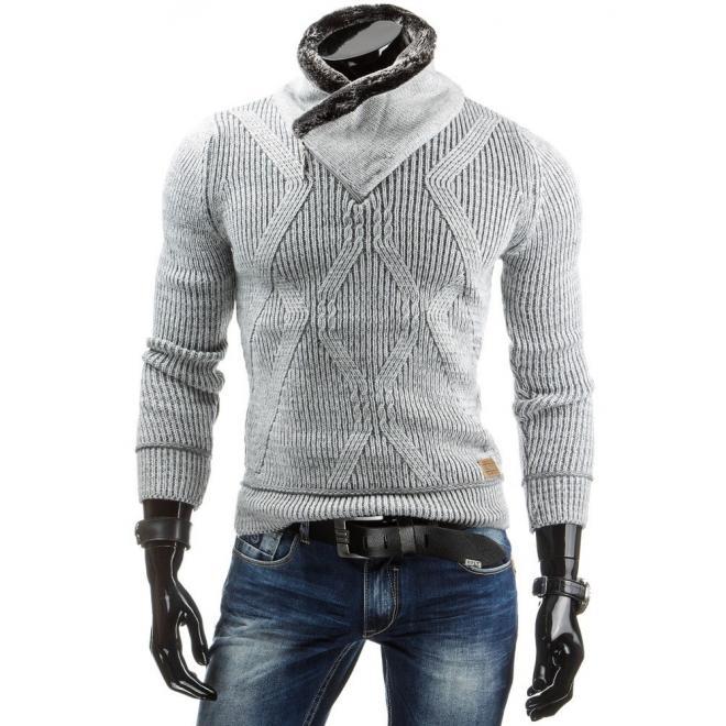 Vzorovaný pánsky sveter bielej farby s teplým golierom