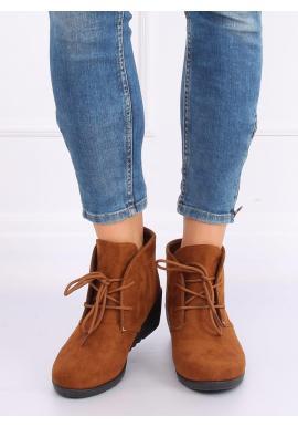 Semišové dámske topánky hnedej farby na klinovom opätku
