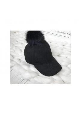 Čierna zamatová šiltovka s pompónom pre dámy