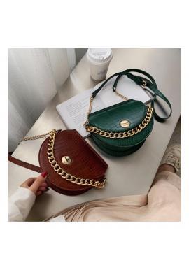 Módna dámska kabelka zelenej farby so zlatou retiazkou