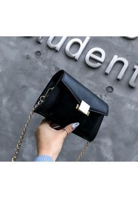 Elegantná dámska kabelka čiernej farby s retiazkou