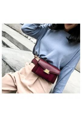 Dámska elegantná kabelka s retiazkou v bordovej farbe