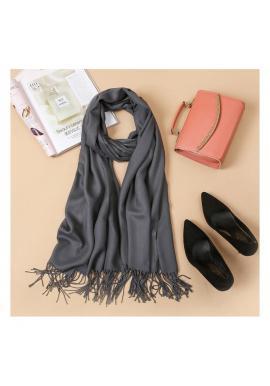 Tmavosivý elegantný šál so strapcami pre dámy