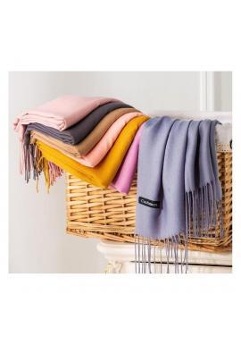 Dámsky elegantný šál so strapcami v tmavomodrej farbe