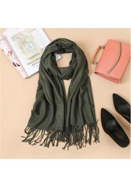 Dámsky elegantný šál so strapcami v zelenej farbe