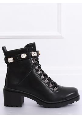 Čierne módne topánky s ozdobným pásikom pre dámy