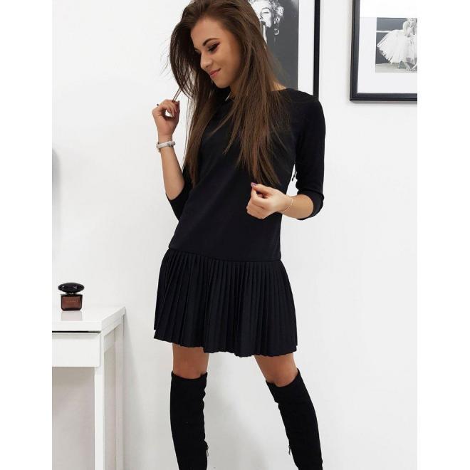 Vzdušné dámske šaty čiernej farby s plisovanou sukňou