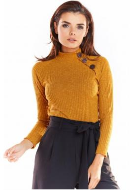Priliehavý dámsky sveter ťavej farby s ozdobnými gombíkmi