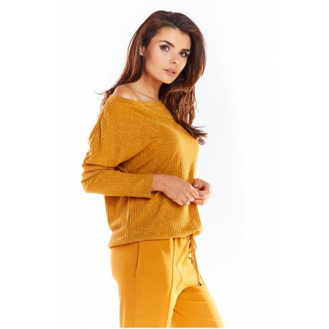 Dámsky klasický sveter s dlhým rukávom v ťavej farbe