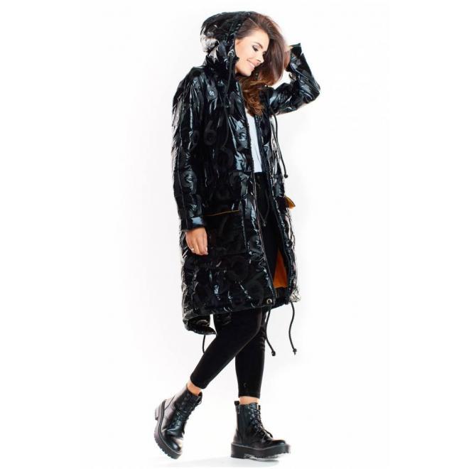 Oversize dámska bunda čiernej farby s veľkou kapucňou