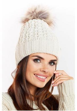 Béžová teplá čiapka s kožušinovým pompónom pre dámy