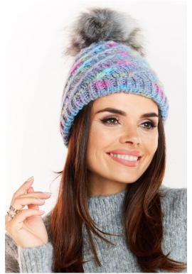 Teplá dámska čiapka modrej farby s kožušinovým pompónom