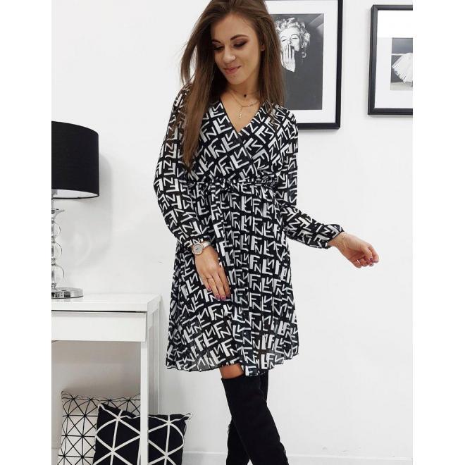 Plisované dámske šaty čiernej farby so vzorom