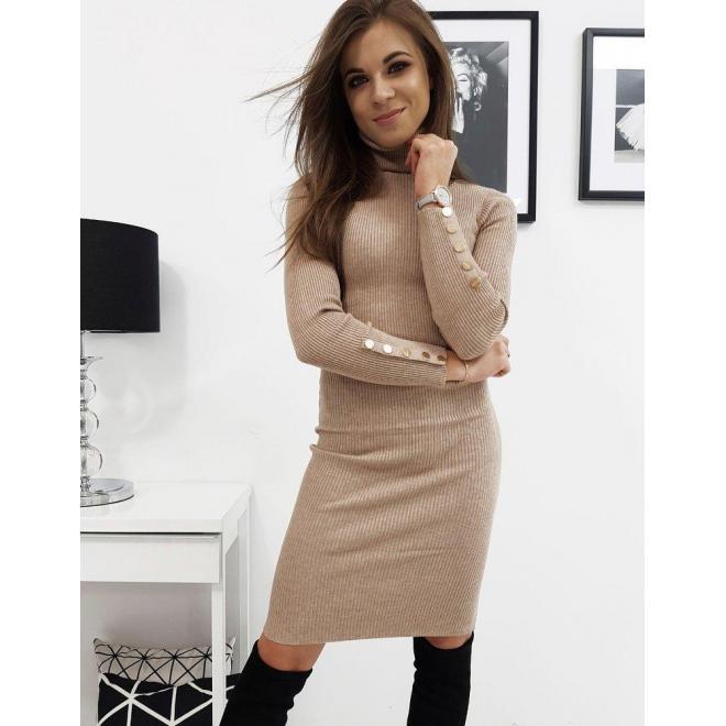 Dámske svetrové šaty s rolákom v béžovej farbe