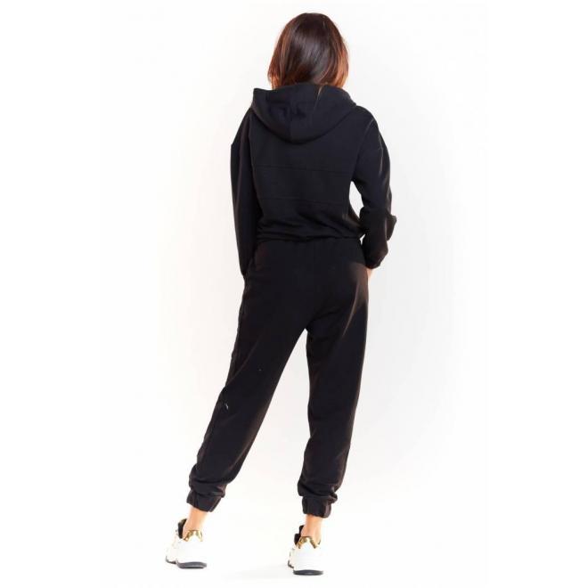 Dámske športové nohavice s elastickým pásom v čiernej farbe