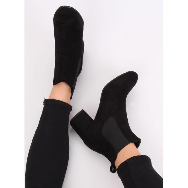 Dámske semišové čižmy na stabilnom opätku v čiernej farbe