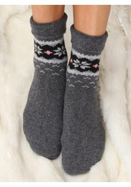 Teplé dámske ponožky tmavosivej farby so zimným vzorom