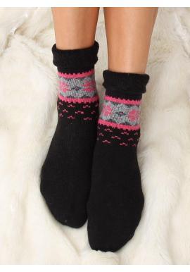 Teplé dámske ponožky čiernej farby so zimným vzorom