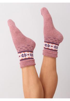 Dámske teplé ponožky so zimným vzorom v ružovej farbe
