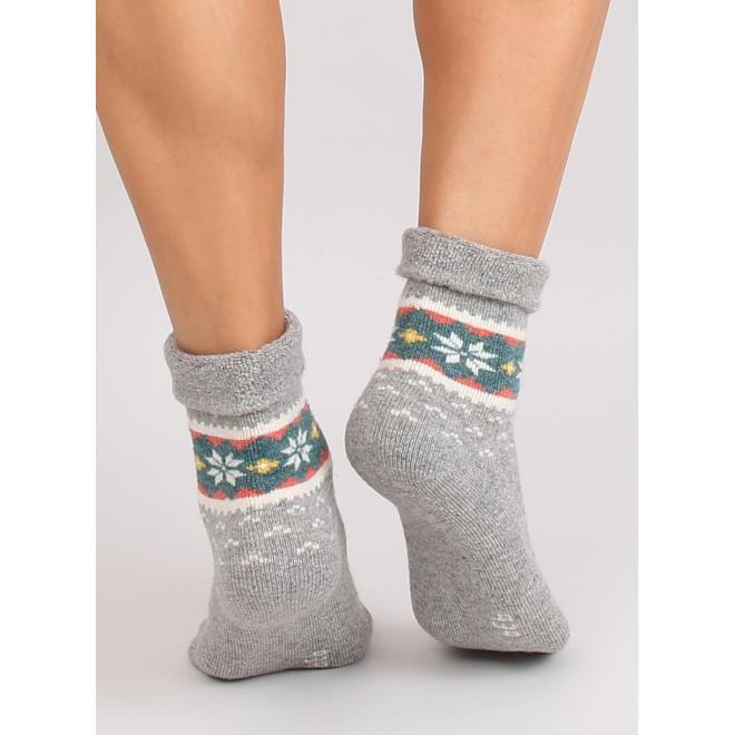 Svetlosivé teplé ponožky so zimným vzorom pre dámy