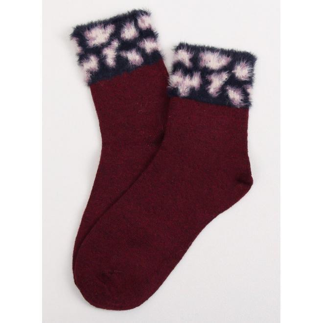 Dámske teplé ponožky s kožušinou v bordovej farbe