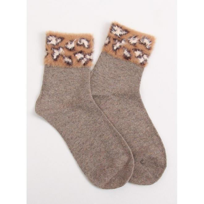 Teplé dámske ponožky hnedej farby s kožušinou