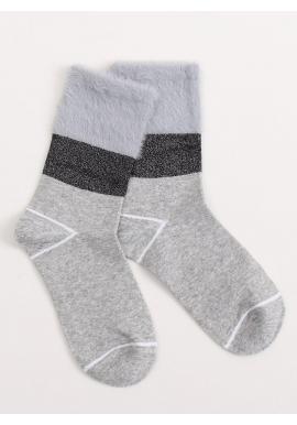 Módne dámske ponožky sivej farby s kožušinou