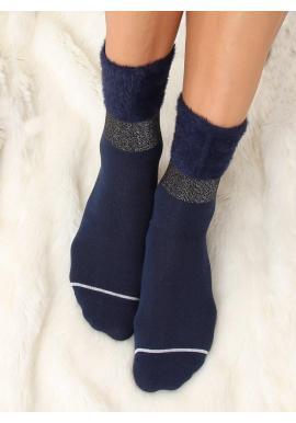 Dámske módne ponožky s kožušinou v tmavomodrej farbe