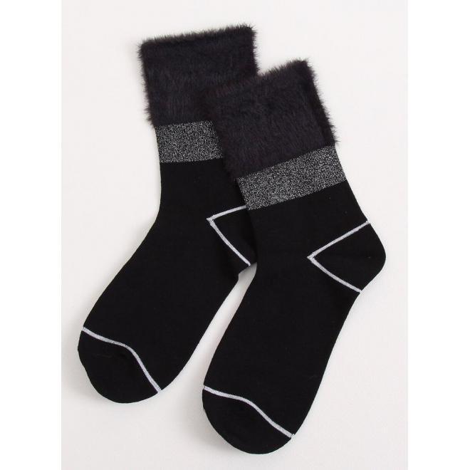 Módne dámske ponožky čiernej farby s kožušinou