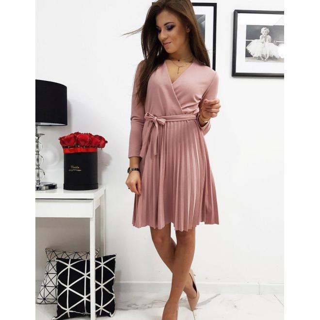 Dámske plisované šaty s viazaním v páse v ružovej farbe