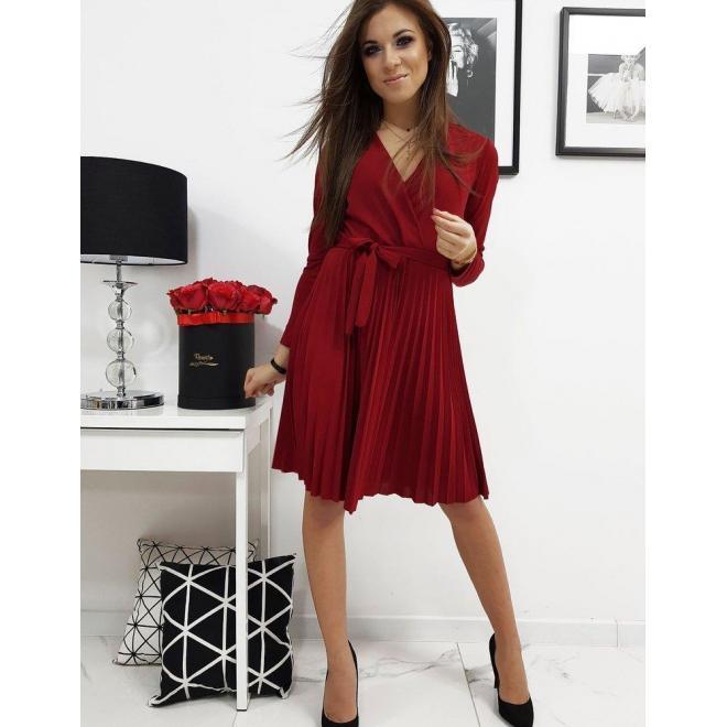 Bordové plisované šaty s viazaním v páse pre dámy