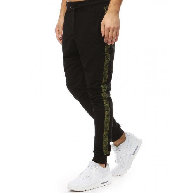 Pánske športové tepláky s ozdobnými pásmi v čiernej farbe