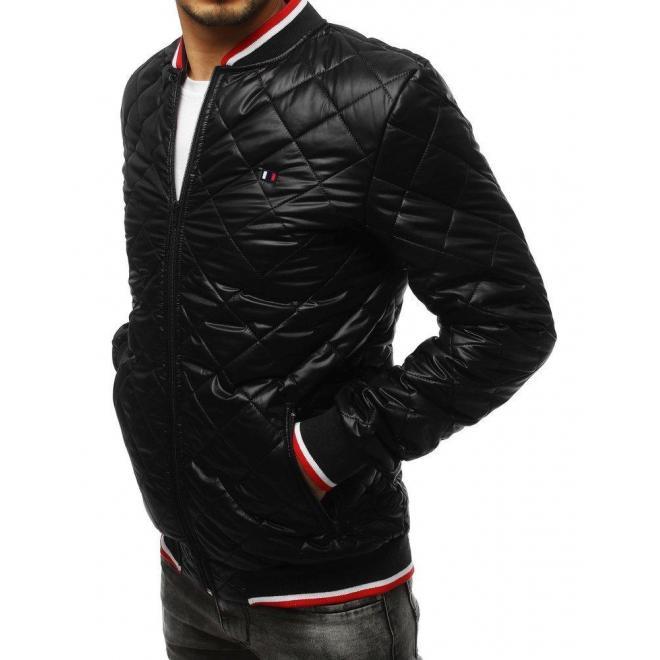 Prešívaná pánska Bomber bunda čiernej farby s nášivkou