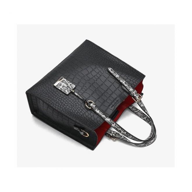 Dámska módna kabelka s motívom hadej kože v čiernej farbe