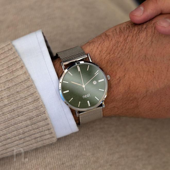 Strieborno-zelené štýlové hodinky s kovovým remienkom pre pánov