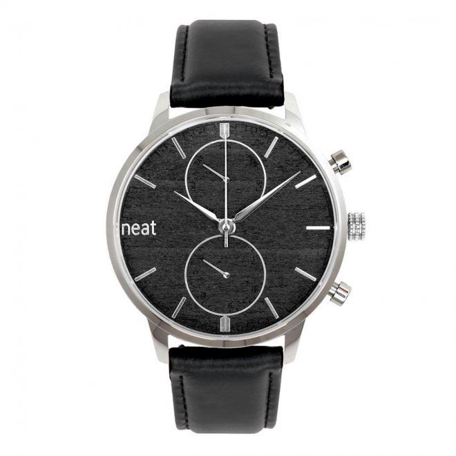Štýlové pánske hodinky čiernej farby s koženým remienkom