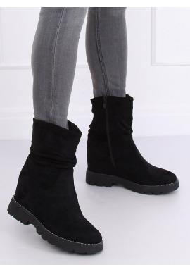 Semišové dámske čižmy čiernej farby na klinovom opätku